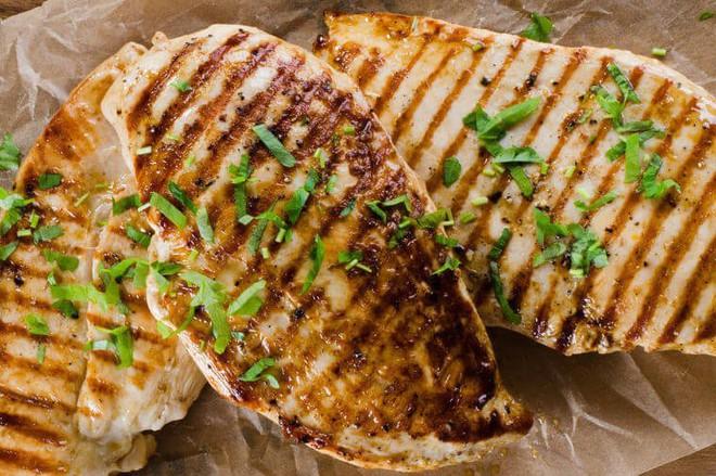 Đang giảm cân thì hãy xem ngay những thực phẩm cung cấp protein này - Ảnh 1.