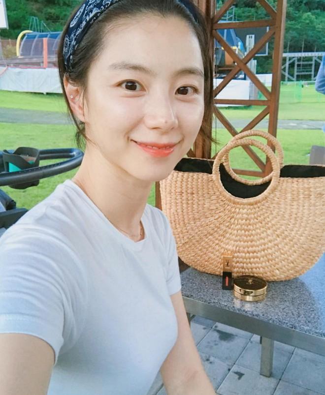 Vợ tài tử Bae Yong Joon tiết lộ bí quyết đẹp rạng ngời sau khi sinh - Ảnh 21.