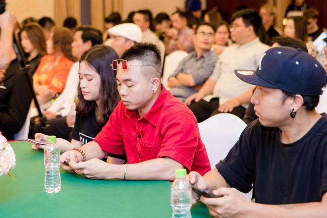 Ali Hoàng Dương bảnh bao, Hoàng Tôn bụi bặm đến chúc mừng Tăng Nhật Tuệ - Ảnh 6.