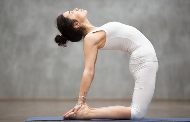 7 tư thế power yoga dành cho những người phải làm việc với cường độ cao - Ảnh 4.