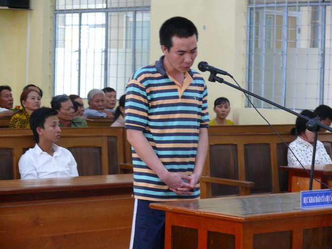 Cà Mau: Hai con nhỏ bơ vơ trong ngày bố ra tòa vì mua xăng về đốt mẹ do ghen tuông mù quáng - Ảnh 1.