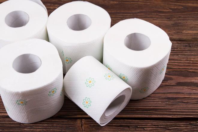 Đừng lấy lý do để lười biếng nữa bởi chỉ cần vài cuộn giấy vệ sinh, bạn đã có ngay một bài tập tại nhà hiệu quả vô cùng rồi - Ảnh 1.
