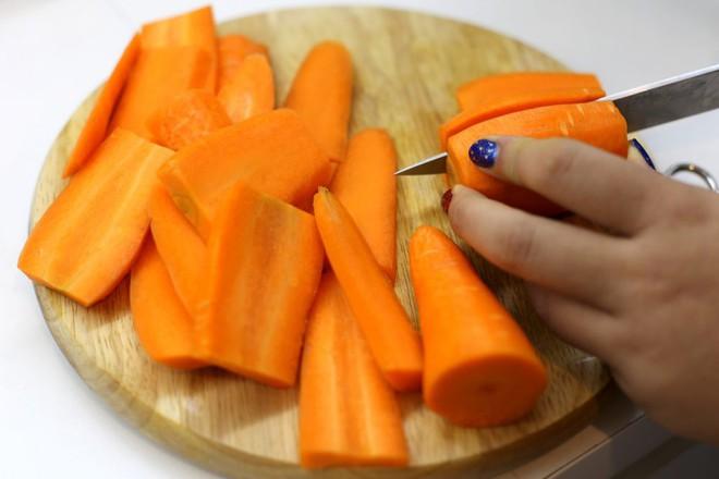 Để bữa tiệc gia đình cuối tuần thêm hoàn hảo, các mẹ hãy học ngay cách chế biến món ăn chống ngấy này nhé! - Ảnh 2.