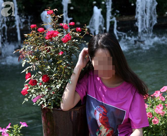 Lễ hội hoa hồng Bulgaria 2018: Khách vô tư vượt rào, vít hoa để chụp ảnh bất chấp biển cấm - Ảnh 12.
