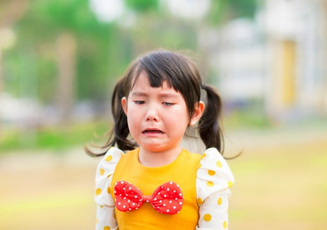 Những cơn mè nheo, khóc lóc ỉ ôi của con bạn sẽ được dập tắt khi mẹ hành xử theo cách này - Ảnh 1.