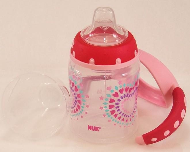 Ba loại bình tập uống đầu đời tốt nhất cho trẻ bắt đầu ăn dặm - Ảnh 2.