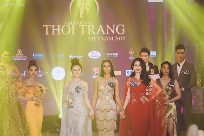 Chị gái song sinh của Nam Em bất ngờ đăng quang cuộc thi Người mẫu thời trang Việt Nam 2018 - Ảnh 4.