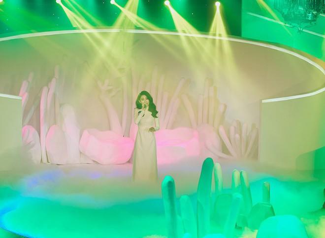 Chị gái song sinh của Nam Em bất ngờ đăng quang cuộc thi Người mẫu thời trang Việt Nam 2018 - Ảnh 3.