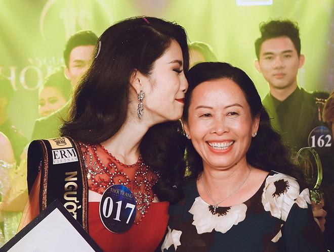 Chị gái song sinh của Nam Em bất ngờ đăng quang cuộc thi Người mẫu thời trang Việt Nam 2018 - Ảnh 6.