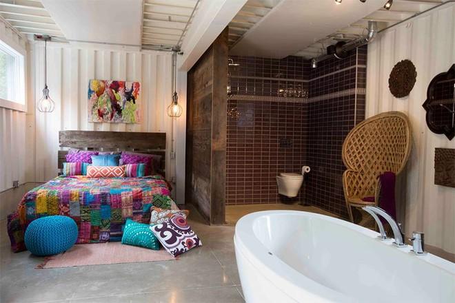 18 kiểu phòng tắm tích hợp phòng ngủ đẹp không khác gì khách sạn - Ảnh 1.
