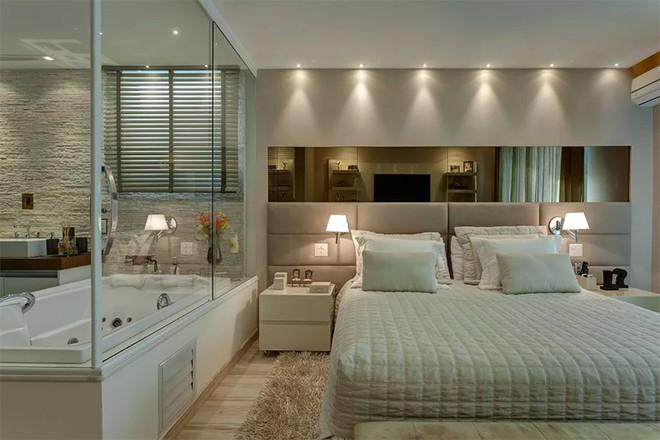 18 kiểu phòng tắm tích hợp phòng ngủ đẹp không khác gì khách sạn - Ảnh 13.