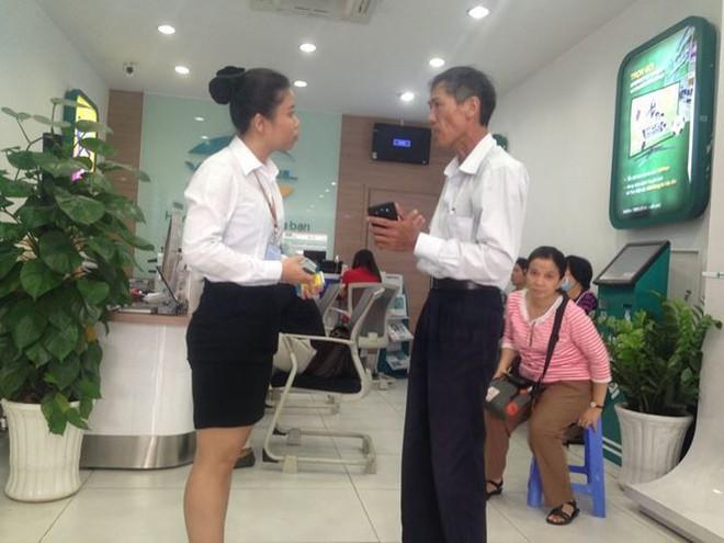 Người dân nháo nhác đăng ký thông tin vì sợ khóa SIM - Ảnh 5.