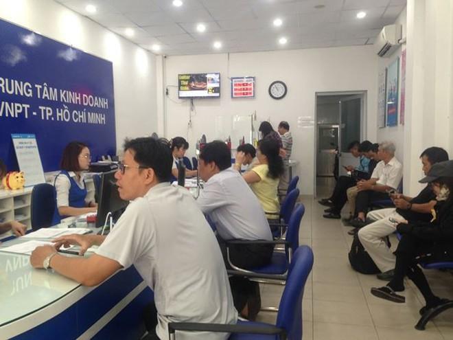 Người dân nháo nhác đăng ký thông tin vì sợ khóa SIM - Ảnh 6.