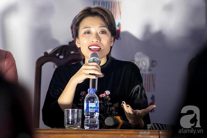 Hoa hậu Ngọc Hân: Tôi không muốn con mình bị hào quang sân khấu làm lu mờ ánh sáng tuổi thơ - Ảnh 7.