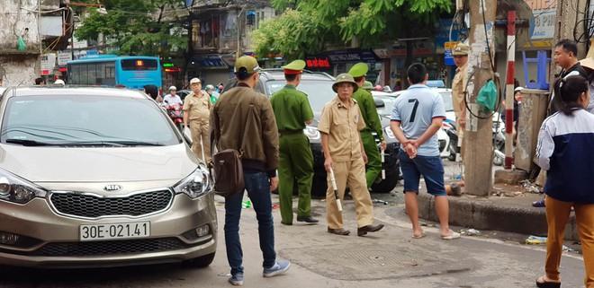 Vụ xe điên ở cổng BV Bạch Mai: Cô gái 30 tuổi bị đâm tử vong khi qua đường mua cơm cho mẹ - Ảnh 8.