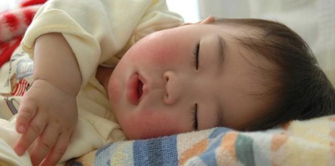 Trẻ đi ngủ muộn hoặc ngủ không ngủ ngon vì bố mẹ chưa biết đến những bí quyết này - Ảnh 4.