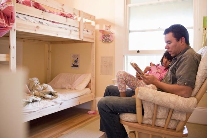 Trẻ đi ngủ muộn hoặc ngủ không ngủ ngon vì bố mẹ chưa biết đến những bí quyết này - Ảnh 2.
