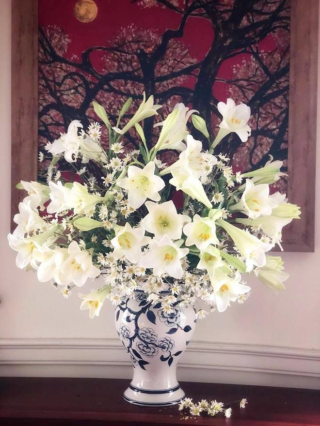Tháng Tư ngất ngây với mùa hoa loa kèn và những cách cắm đẹp lung linh mê hồn - Ảnh 9.
