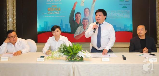 Hà Anh Tuấn hào hứng cùng thế hệ đàn em hát cho sinh viên giữa phố đi bộ - Ảnh 8.