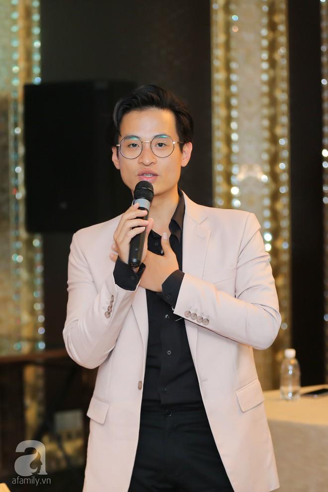 Hà Anh Tuấn hào hứng cùng thế hệ đàn em hát cho sinh viên giữa phố đi bộ - Ảnh 3.