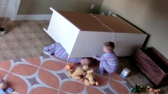 3 cách gia cố tủ để tránh nguy hiểm cho con vì bị tủ đổ vào người - Ảnh 2.