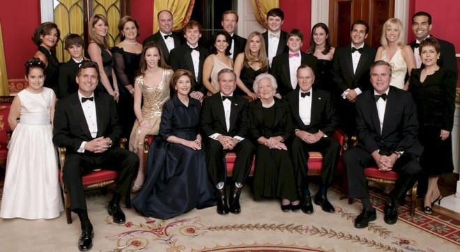 """Mối tình trong mơ 77 năm yêu trọn vẹn, thủy chung của vợ chồng cựu Tổng thống Mỹ George Bush """"cha"""" - Ảnh 7."""