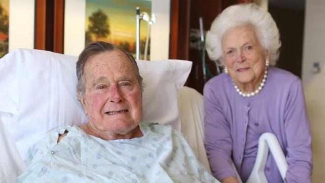 """Mối tình trong mơ 77 năm yêu trọn vẹn, thủy chung của vợ chồng cựu Tổng thống Mỹ George Bush """"cha"""" - Ảnh 6."""