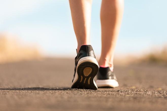 Đi bộ sau mỗi bữa ăn và những lợi ích tuyệt vời đối với sức khỏe mà rất ít người biết - Ảnh 1.