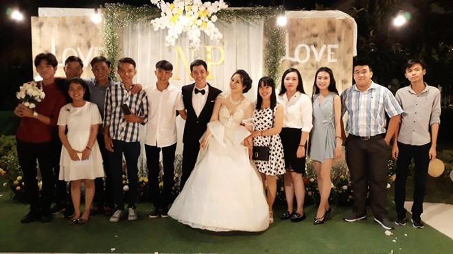 Cô dâu Bến Tre chịu chơi chi 200 triệu diện váy cưới phát sáng để lộng lẫy giống công chúa trong đám cưới - Ảnh 6.