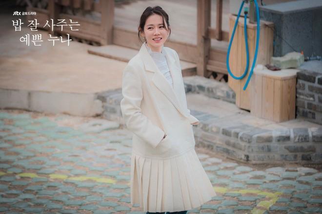 2 mỹ nhân cùng tuổi Son Ye Jin và Han Ga In: Nữ thần U40 vẫn chưa chịu kết hôn và nàng ngọc nữ sớm theo chồng nhưng không bỏ cuộc chơi - Ảnh 2.