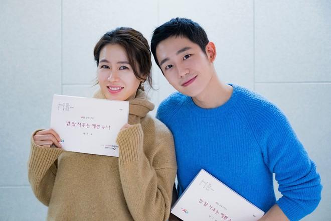 2 mỹ nhân cùng tuổi Son Ye Jin và Han Ga In: Nữ thần U40 vẫn chưa chịu kết hôn và nàng ngọc nữ sớm theo chồng nhưng không bỏ cuộc chơi - Ảnh 18.
