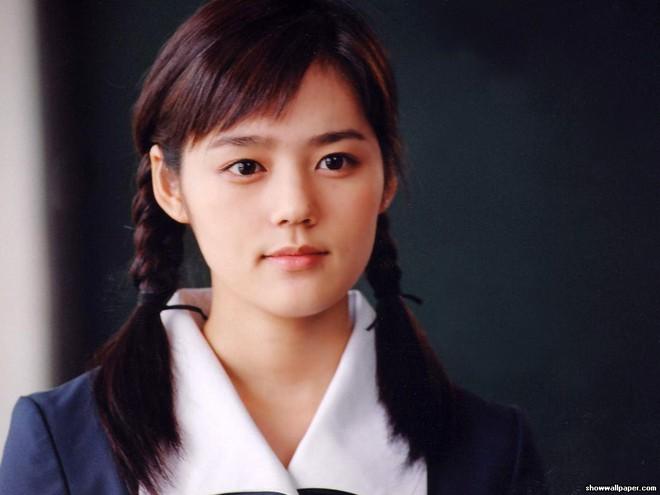 2 mỹ nhân cùng tuổi Son Ye Jin và Han Ga In: Nữ thần U40 vẫn chưa chịu kết hôn và nàng ngọc nữ sớm theo chồng nhưng không bỏ cuộc chơi - Ảnh 19.