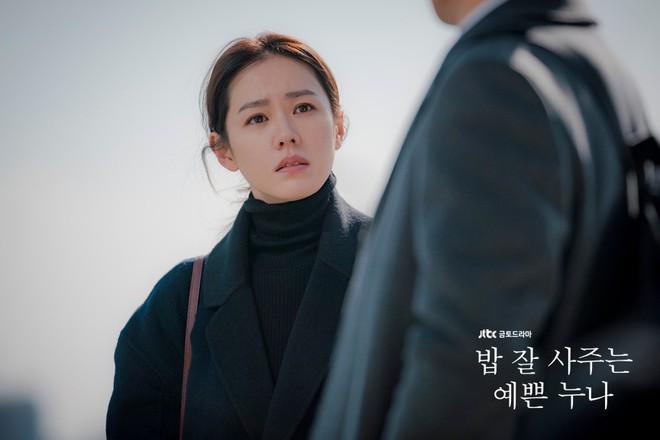 2 mỹ nhân cùng tuổi Son Ye Jin và Han Ga In: Nữ thần U40 vẫn chưa chịu kết hôn và nàng ngọc nữ sớm theo chồng nhưng không bỏ cuộc chơi - Ảnh 4.
