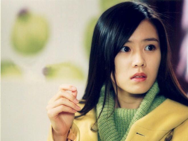 2 mỹ nhân cùng tuổi Son Ye Jin và Han Ga In: Nữ thần U40 vẫn chưa chịu kết hôn và nàng ngọc nữ sớm theo chồng nhưng không bỏ cuộc chơi - Ảnh 5.