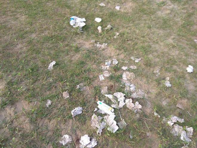 Thanh niên đi thăm mộ chó cưng ở bãi sông Hồng, phát hiện ra mộ biến thành bếp nướng thịt và xung quanh toàn là rác - Ảnh 6.