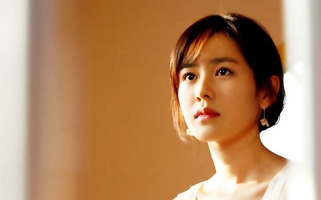 2 mỹ nhân cùng tuổi Son Ye Jin và Han Ga In: Nữ thần U40 vẫn chưa chịu kết hôn và nàng ngọc nữ sớm theo chồng nhưng không bỏ cuộc chơi - Ảnh 6.