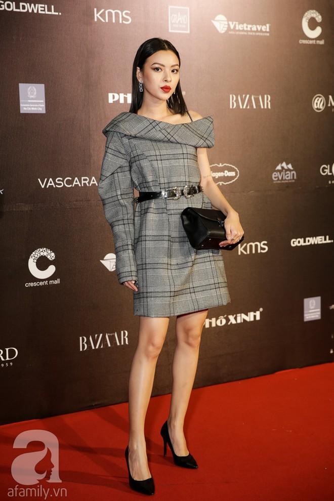 Tiêu Châu Như Quỳnh mặc mà như không, nhưng khuôn mặt cứng đơ của Bảo Thy mới là đáng chú ý nhất trên thảm đỏ VIFW 2018 - Ảnh 2.