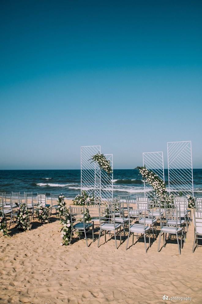 Đám cưới đẹp như mơ bên bờ biển của cặp đôi đồng tính nữ từng là tình địch khi yêu chung một cô gái - Ảnh 11.