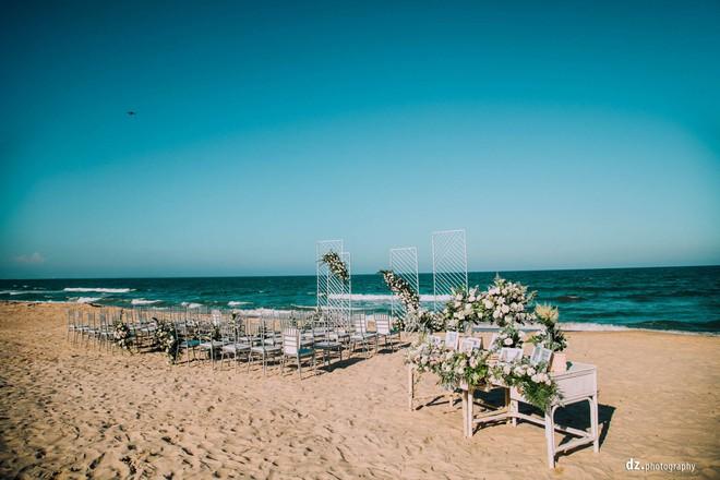 Đám cưới đẹp như mơ bên bờ biển của cặp đôi đồng tính nữ từng là tình địch khi yêu chung một cô gái - Ảnh 4.