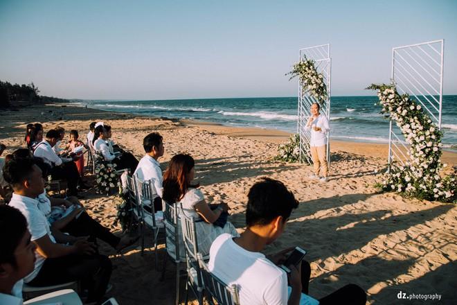Đám cưới đẹp như mơ bên bờ biển của cặp đôi đồng tính nữ từng là tình địch khi yêu chung một cô gái - Ảnh 12.