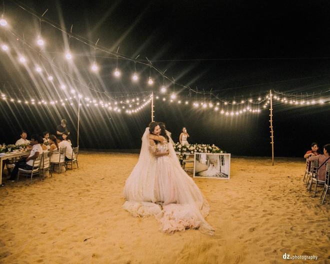 Đám cưới đẹp như mơ bên bờ biển của cặp đôi đồng tính nữ từng là tình địch khi yêu chung một cô gái - Ảnh 21.