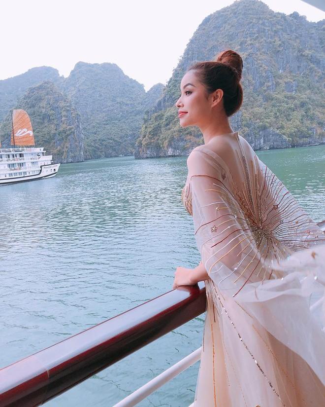 Minh Triệu ôm cả mèo cưng trình diễn, Phạm Hương thả bồ câu kết màn trong show thời trang của NTK Lê Thanh Hòa - Ảnh 5.