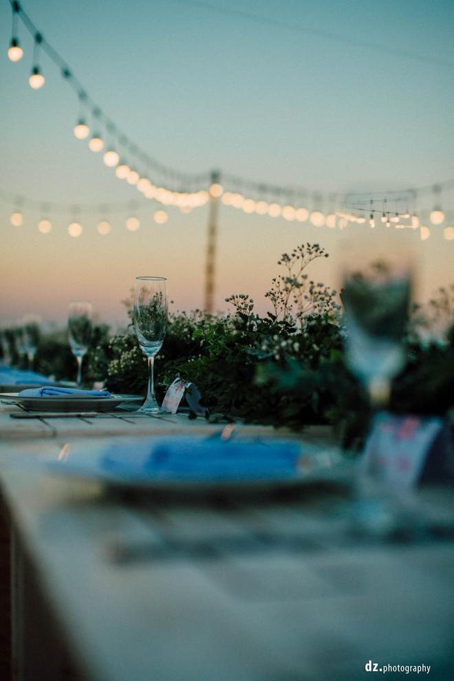 Đám cưới đẹp như mơ bên bờ biển của cặp đôi đồng tính nữ từng là tình địch khi yêu chung một cô gái - Ảnh 8.