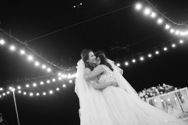 Đám cưới đẹp như mơ bên bờ biển Bình Thuận của cặp đôi đồng tính từng là tình địch khi yêu chung một cô gái - Ảnh 8.