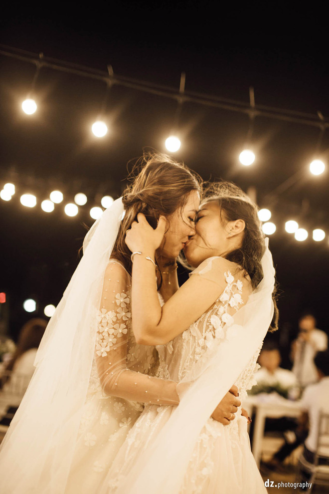 Đám cưới đẹp như mơ bên bờ biển của cặp đôi đồng tính nữ từng là tình địch khi yêu chung một cô gái - Ảnh 20.