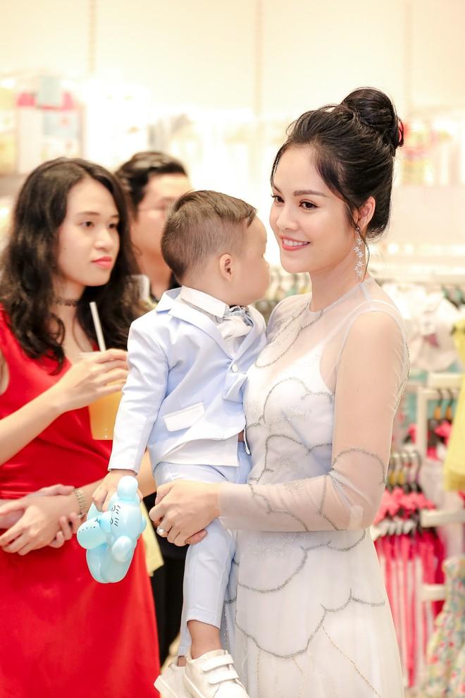 Tăng Thanh Hà diện váy khoét sâu cổ, rạng rỡ bên chồng Louis Nguyễn  - Ảnh 7.