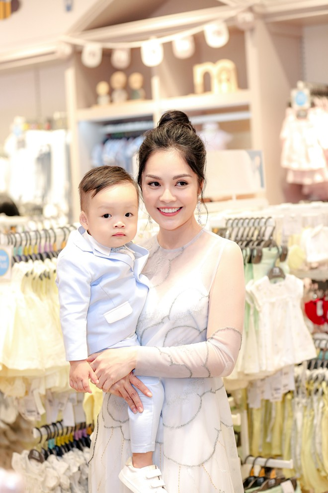Tăng Thanh Hà diện váy khoét sâu cổ, rạng rỡ bên chồng Louis Nguyễn  - Ảnh 8.