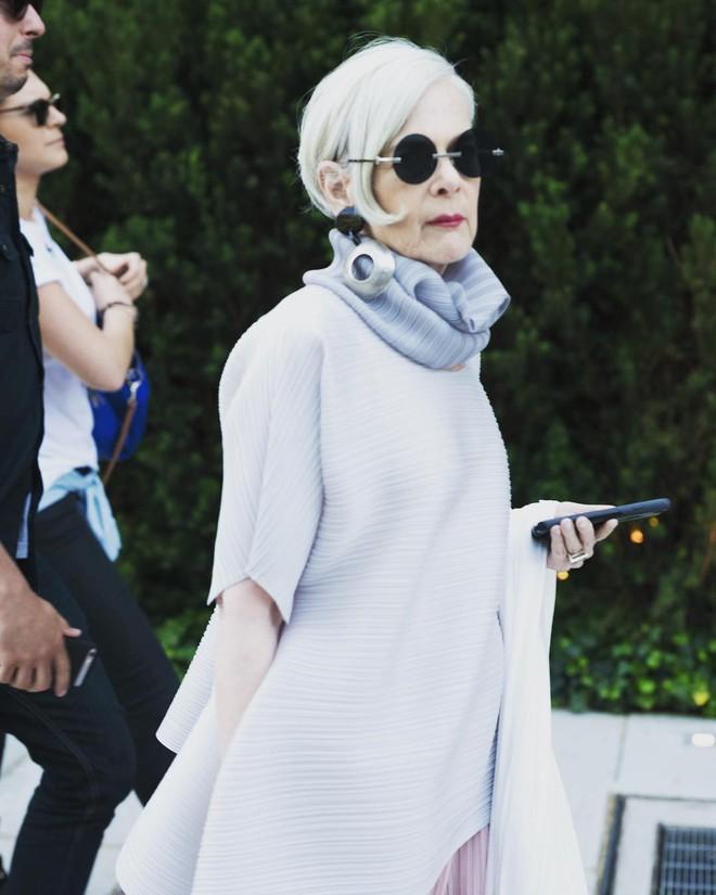 Cụ bà trở thành biểu tượng thời trang tuổi 64 và câu chuyện danh tiếng ập đến theo cách không thể ngờ tới - Ảnh 8.
