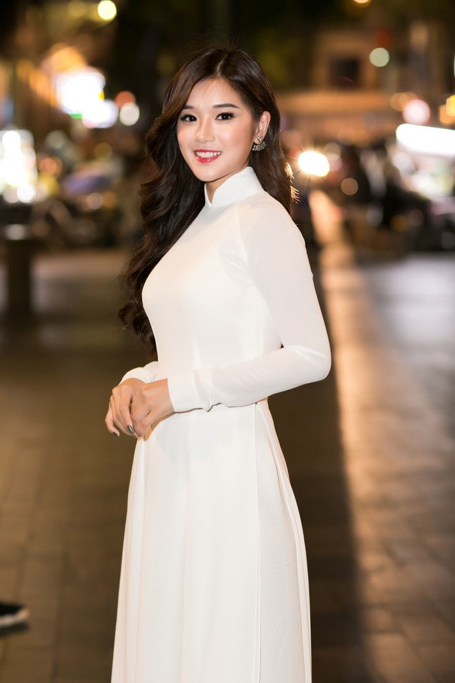 Diện áo dài trắng tinh khôi, Hoàng Yến Chibi - Phương Ly giống hệt chị em sinh đôi - Ảnh 8.
