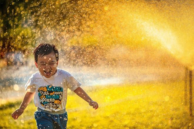 Để nuôi dưỡng một đứa trẻ hạnh phúc, bố mẹ cần bồi dưỡng phẩm chất này ở con - Ảnh 1.